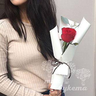 Мини-букет из красной розы Эквадор
