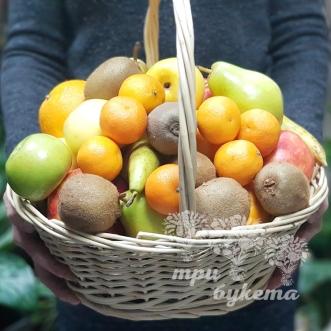 korzina-s-otbornymi-fruktami